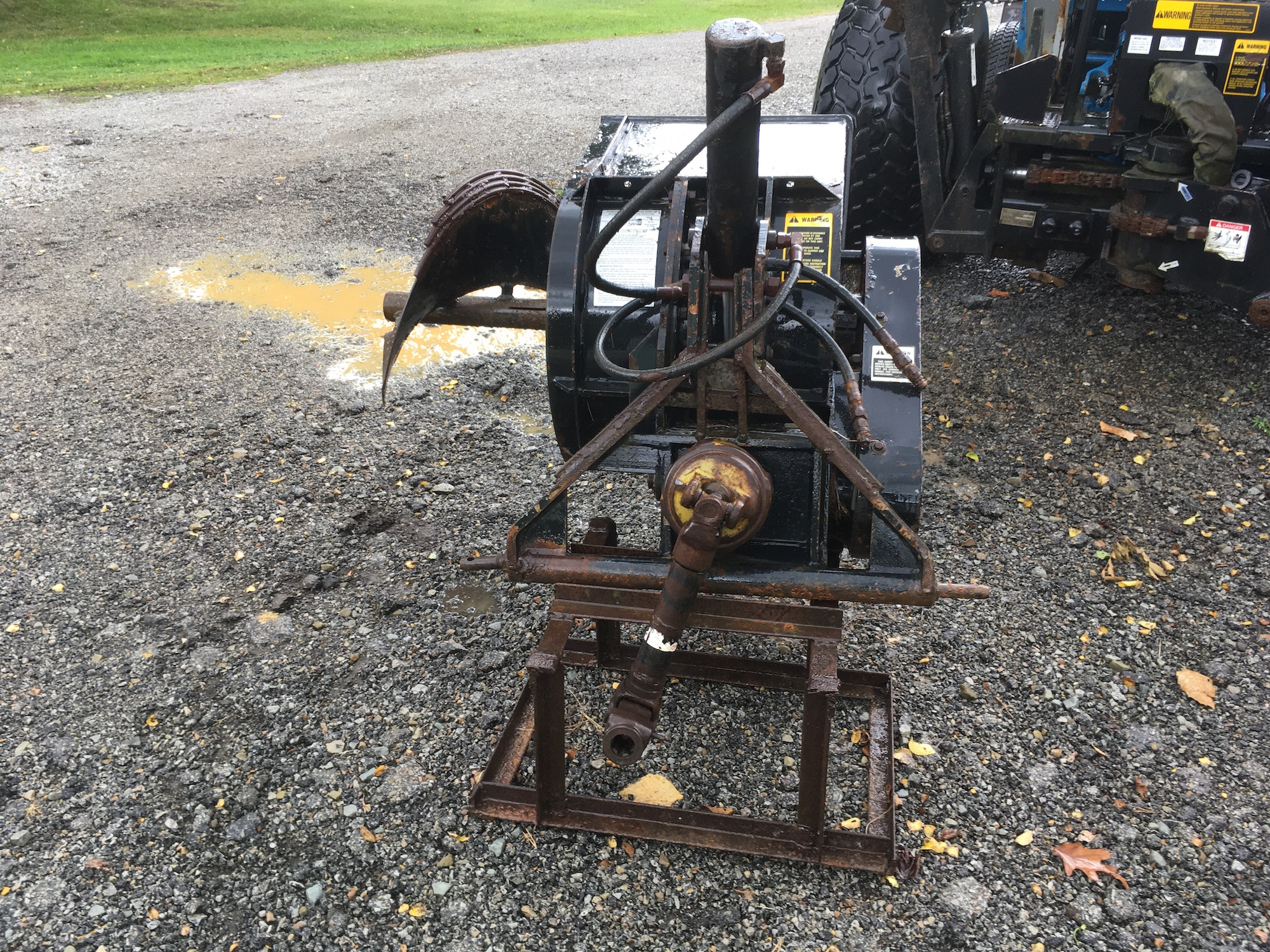 Bradco-612-3-Point-Trencher-03