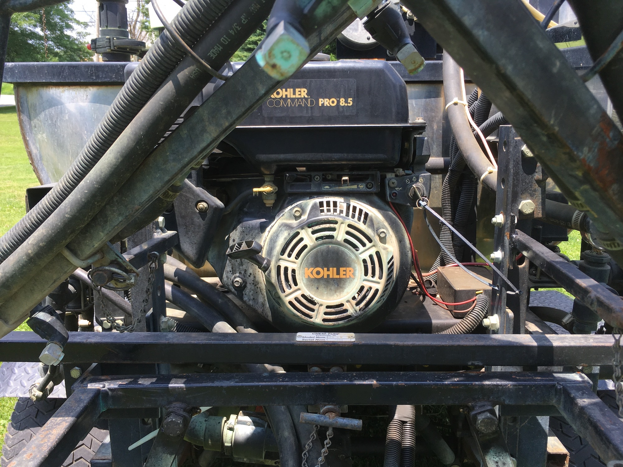 Cushman-TurfTruckster-Sprayer-10