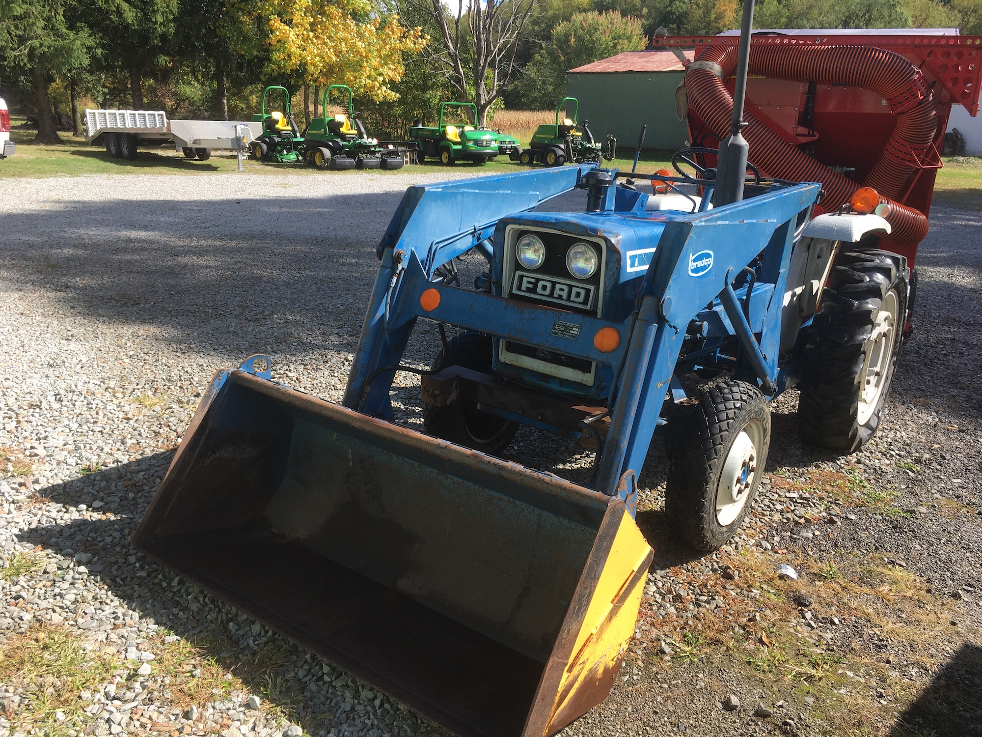 Ford-1500-Tractor-Loader-1