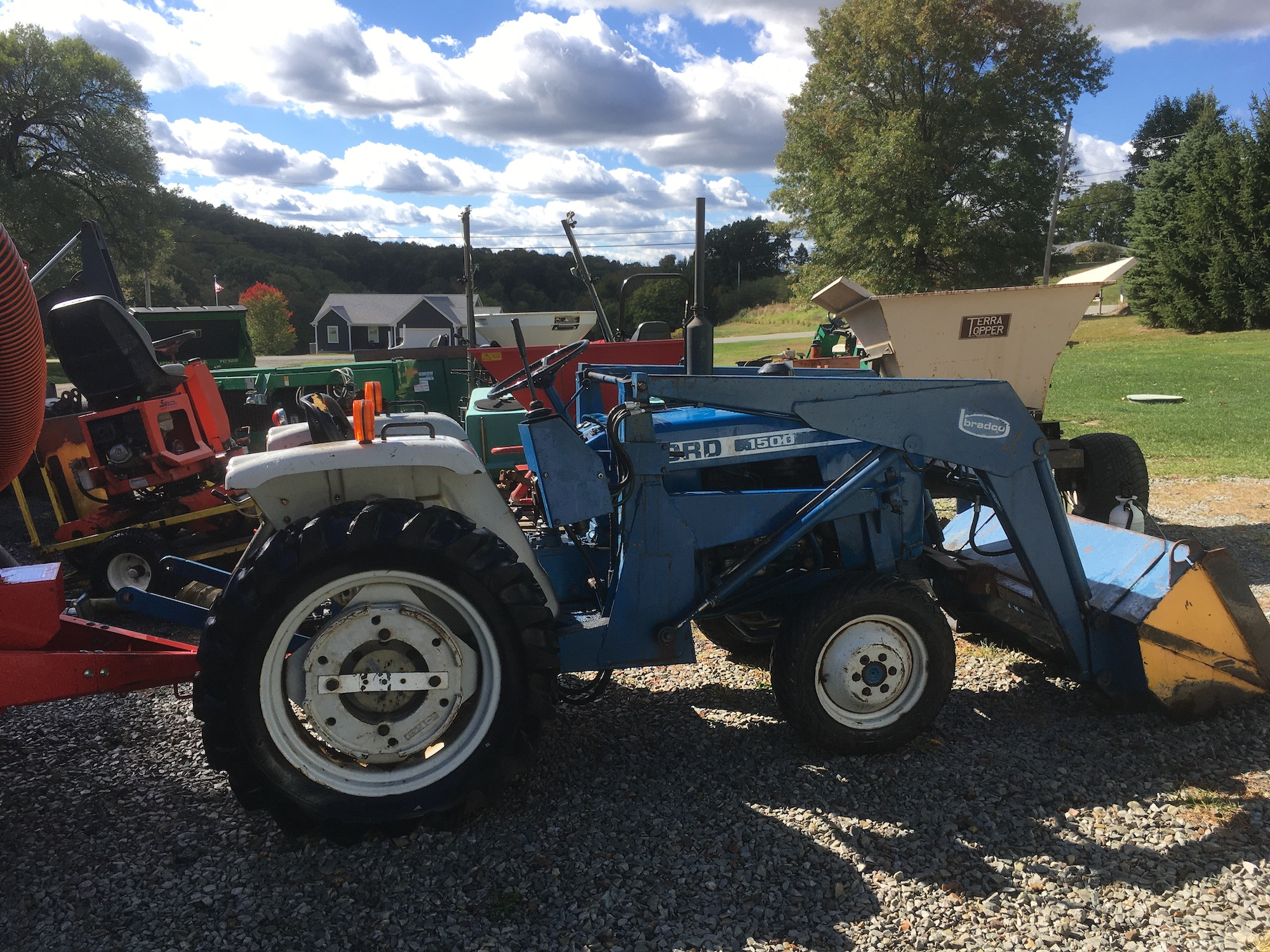 Ford-1500-Tractor-Loader-3