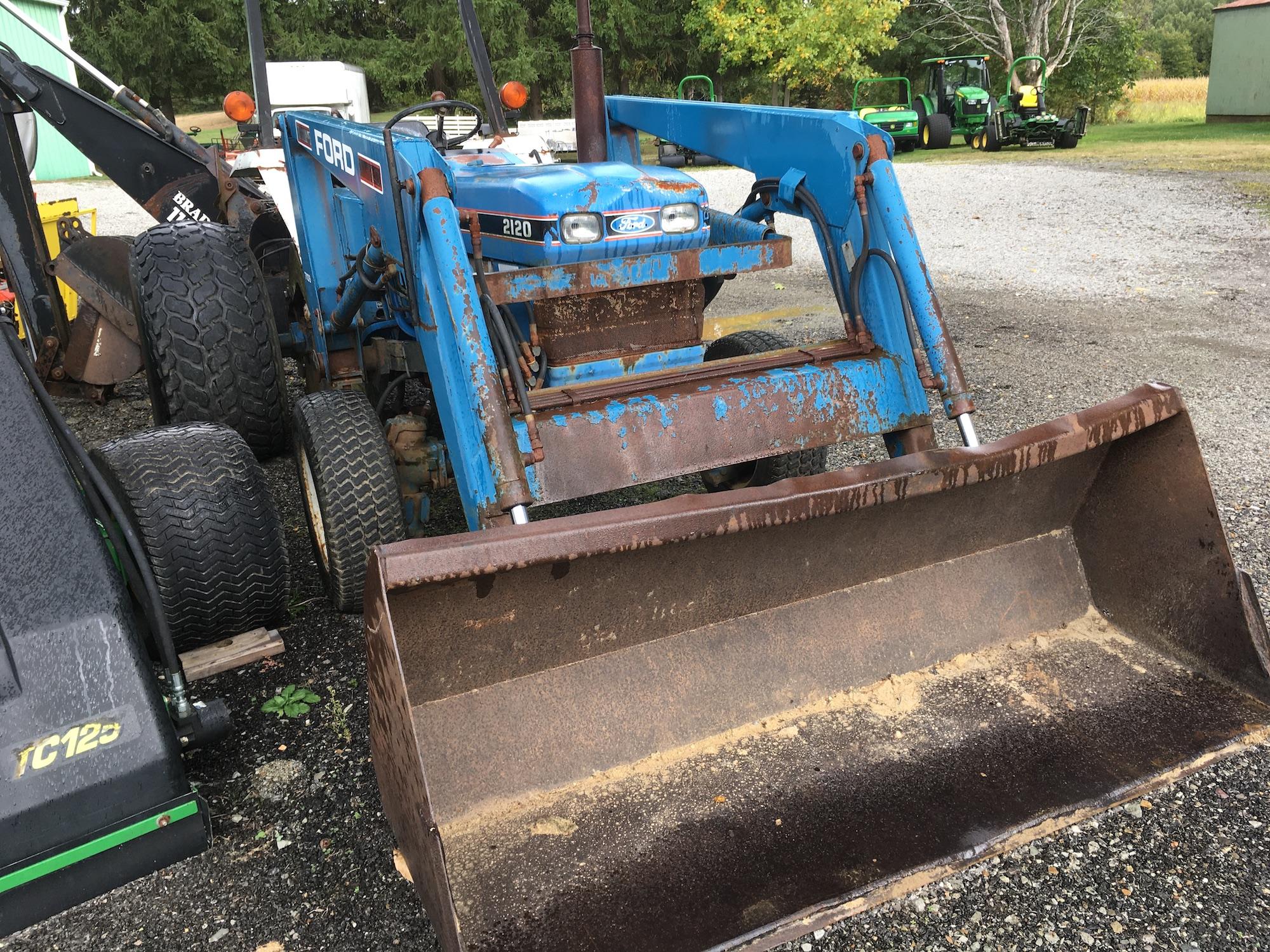 Ford-2120-Tractor-Loader-Backhoe-03