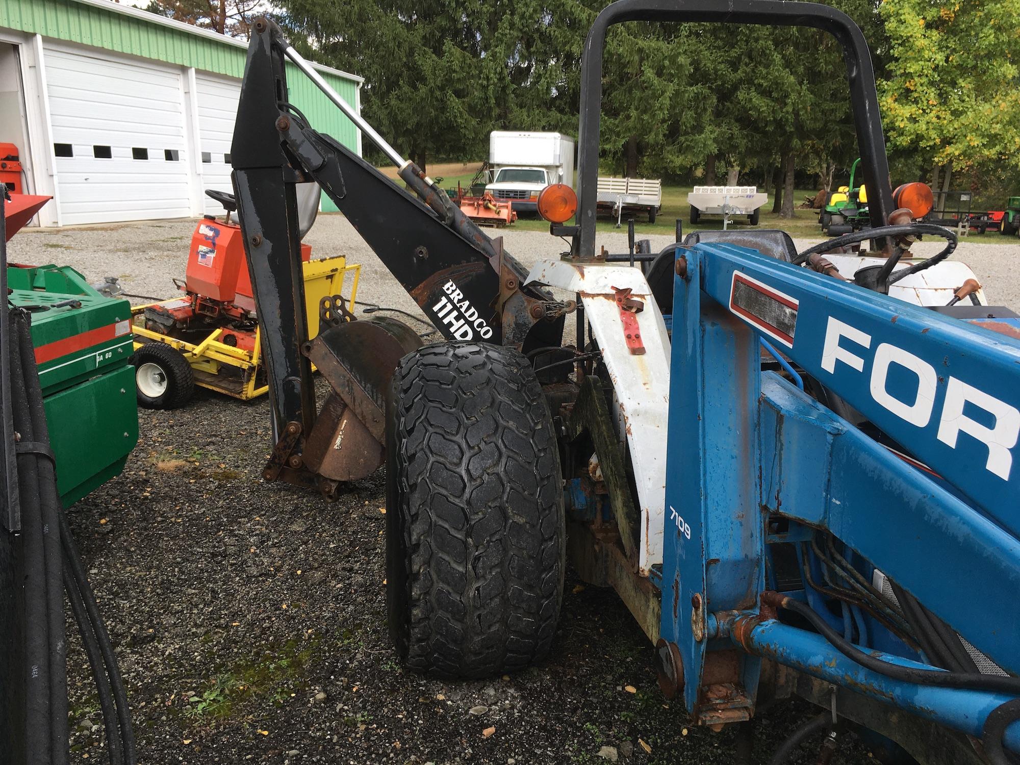 Ford-2120-Tractor-Loader-Backhoe-04