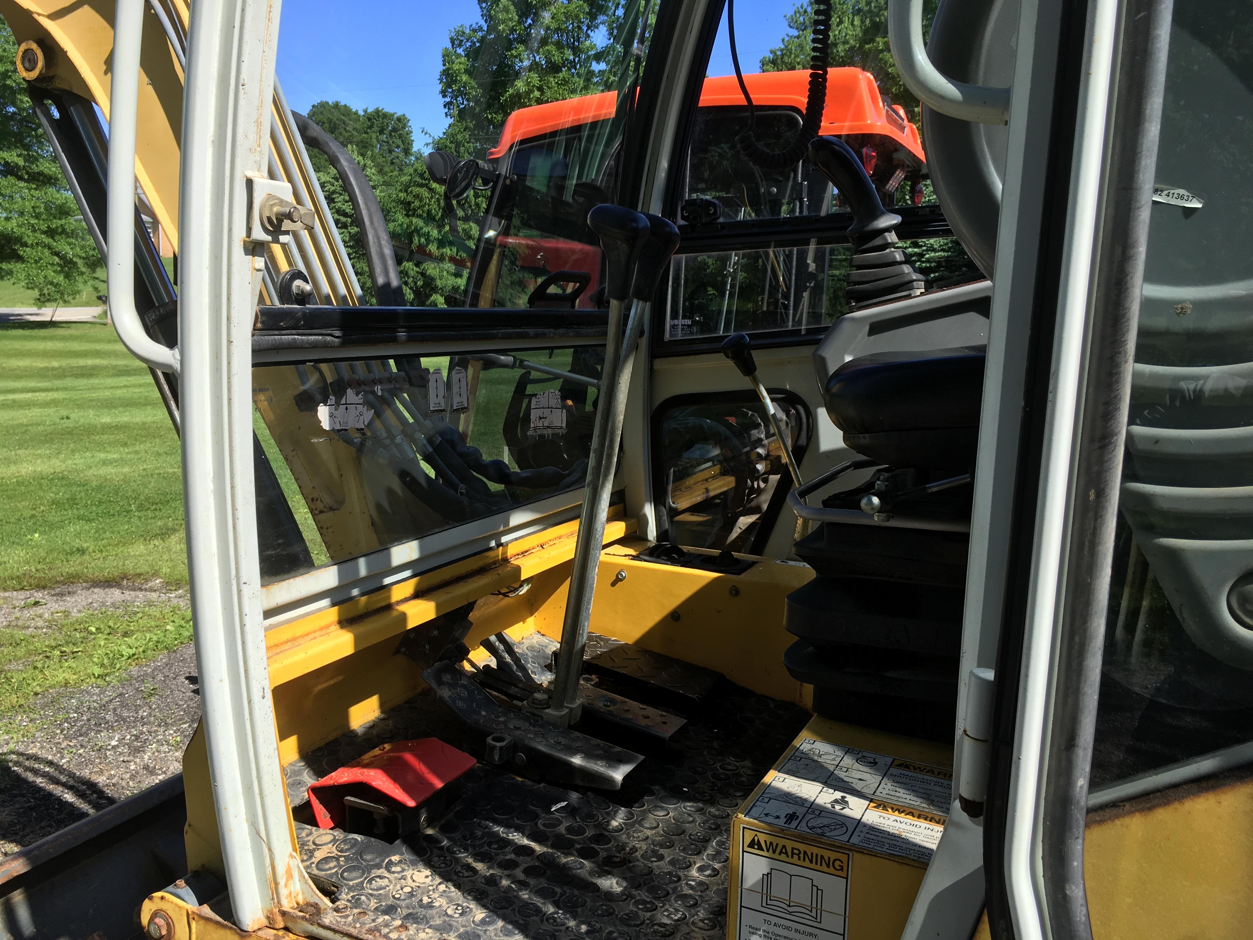 Gehl-GE362-Excavator-08
