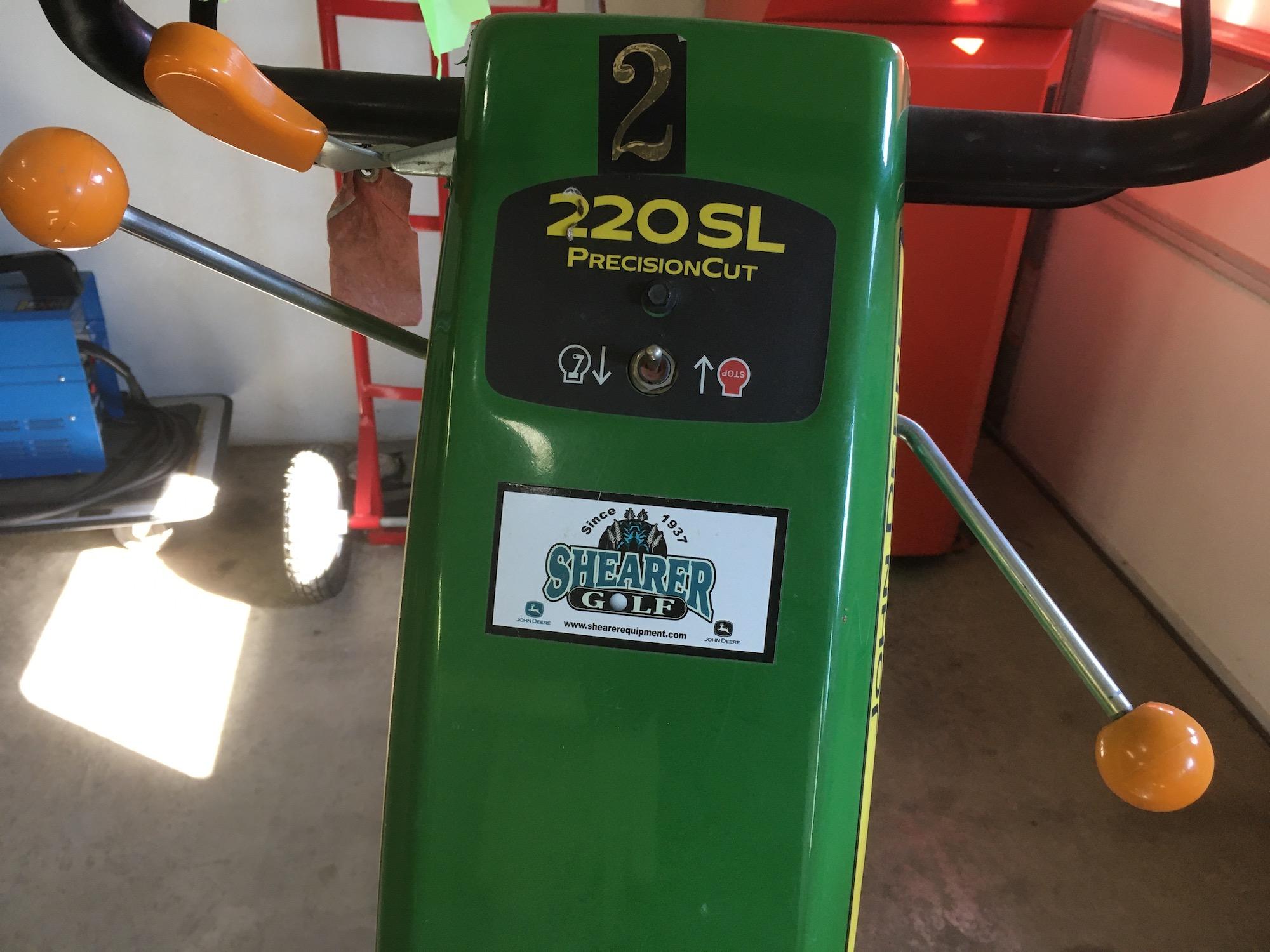 JohnDeere-220SL-Walking-Greens-Mowers-6
