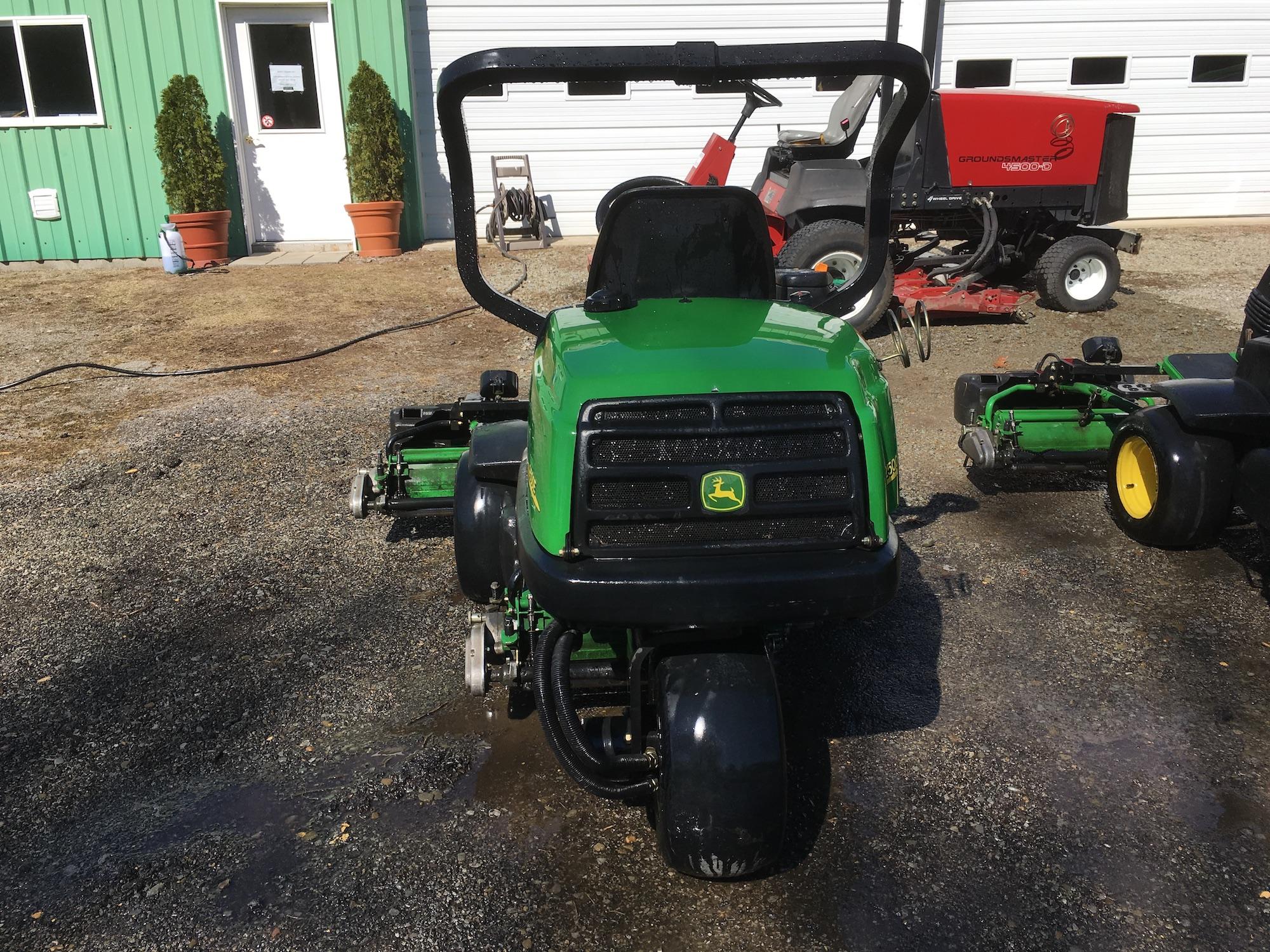 JohnDeere-2500E-Triplex-GreensMowers-02