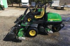 JohnDeere-2500E-Triplex-GreensMowers-01