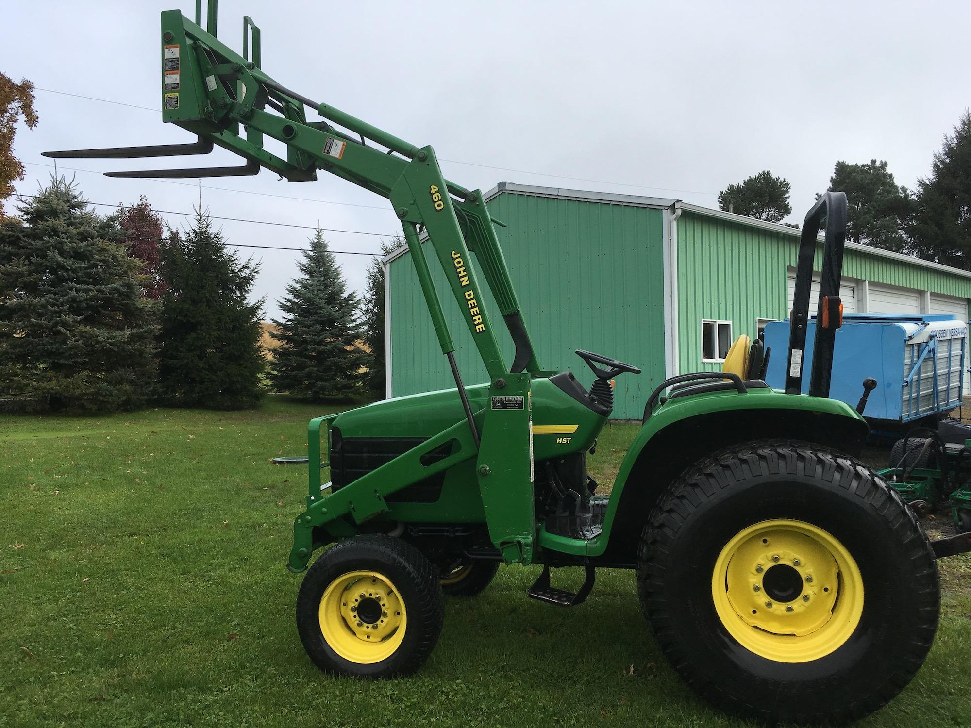 JohnDeere-4700-Tractor-Loader-01