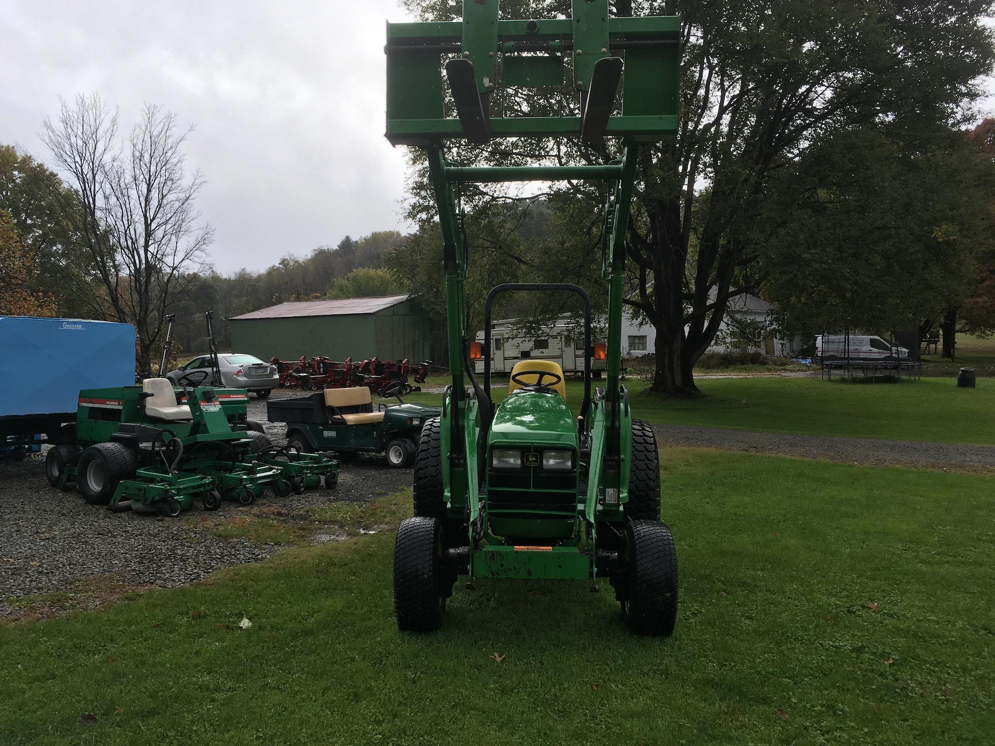 JohnDeere-4700-Tractor-Loader-03