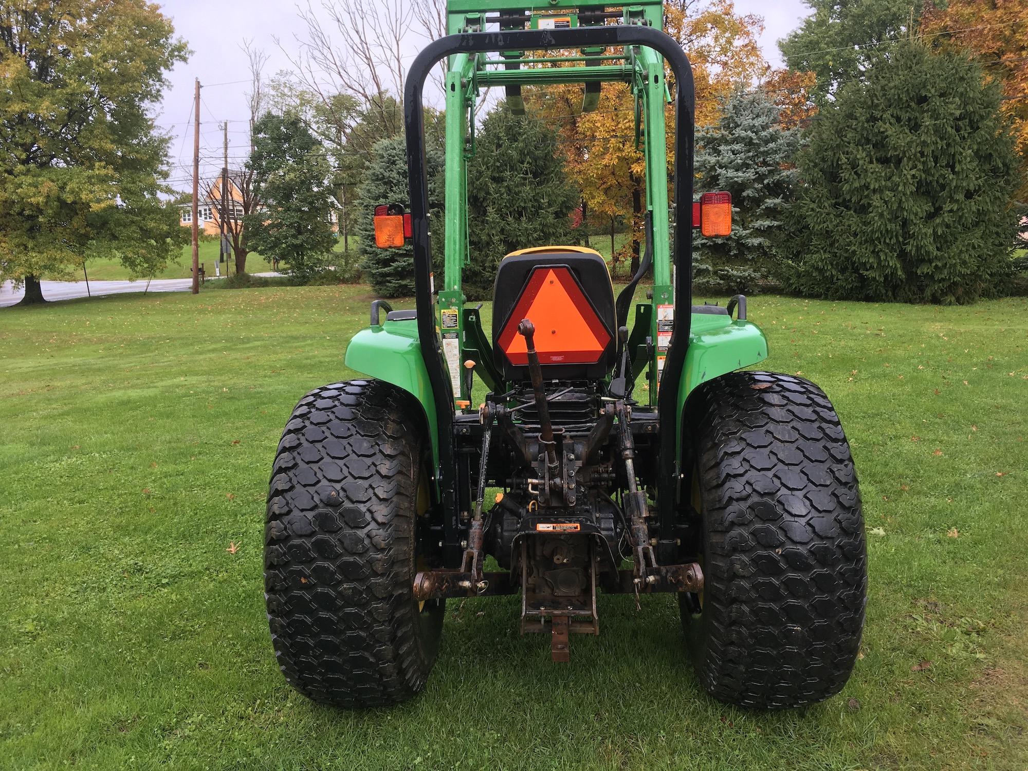 JohnDeere-4700-Tractor-Loader-04