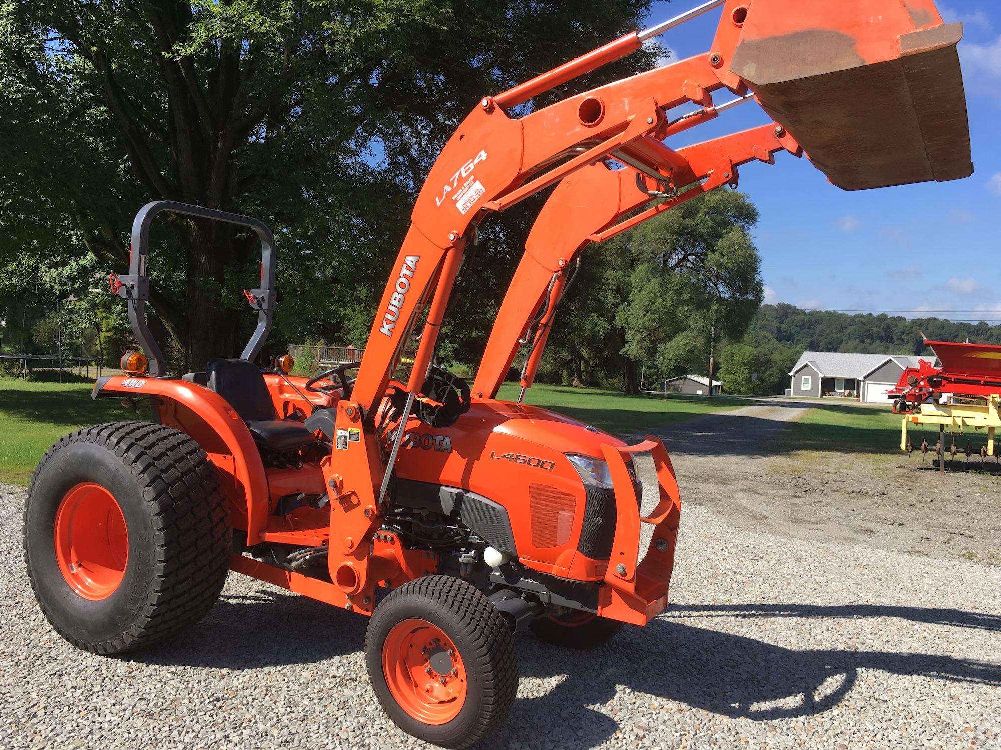 Kubota-L4600-4WD-Tractor-Loader-01
