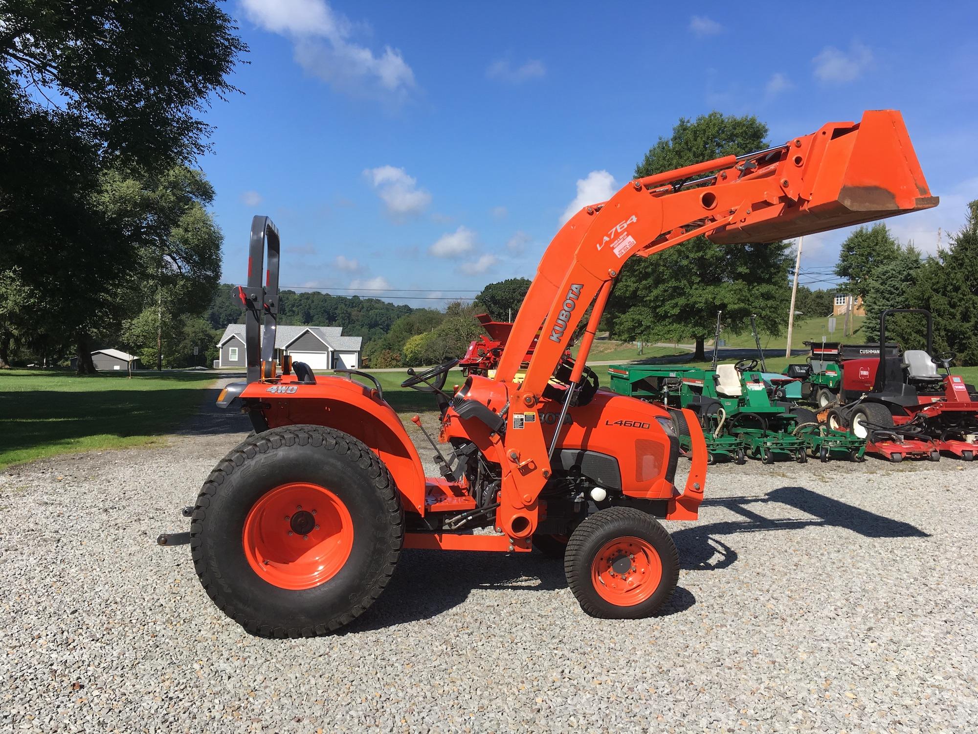 Kubota-L4600-4WD-Tractor-Loader-02