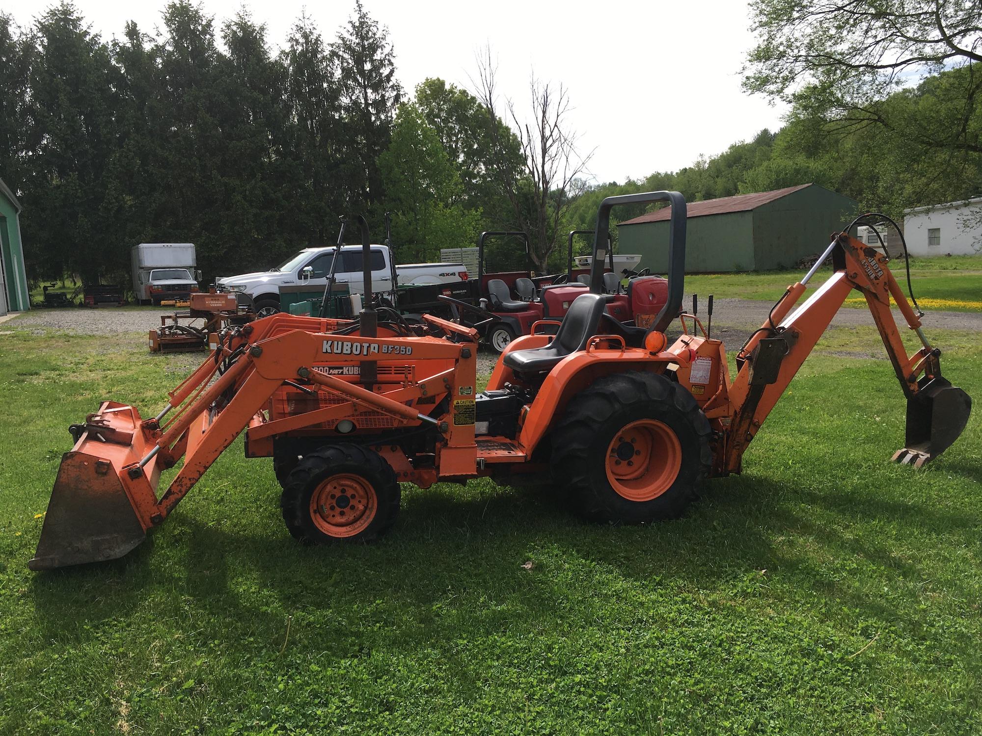 Kubota-9200HST-Tractor-Backhoe-Loader-1