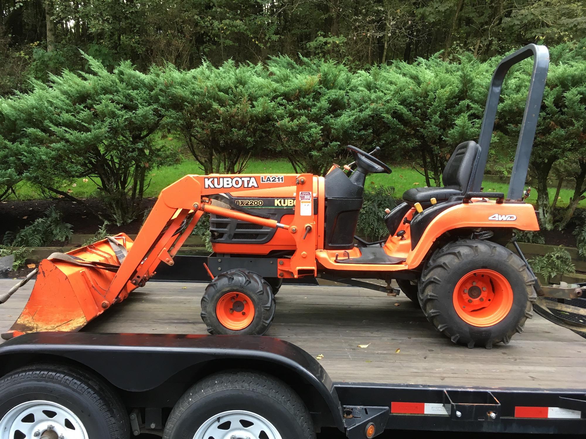 Kubota-BX2200-Tractor_LA211-Loader-01
