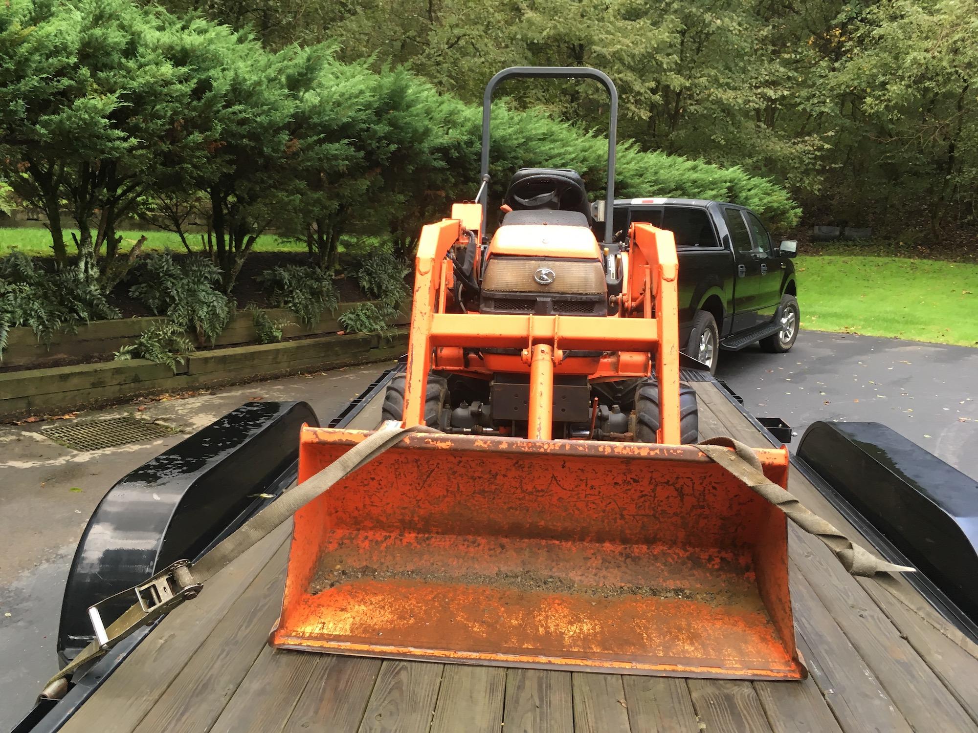 Kubota-BX2200-Tractor_LA211-Loader-03