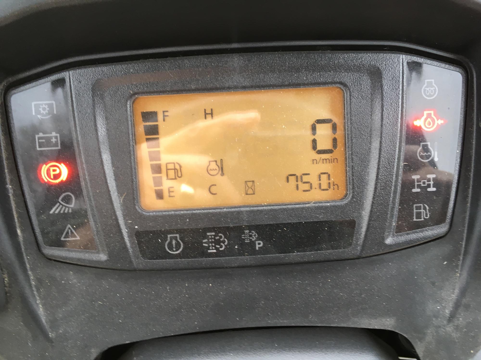Kubota-F3990-4WD-FrontMower-05