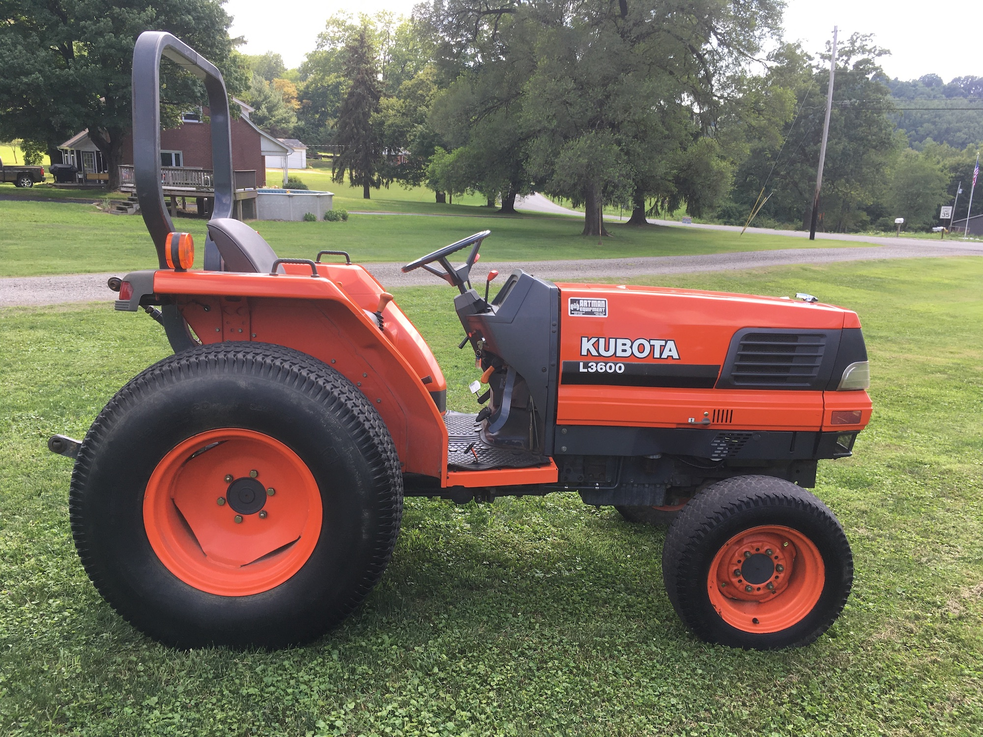 Kubota-L3600-Tractor-03