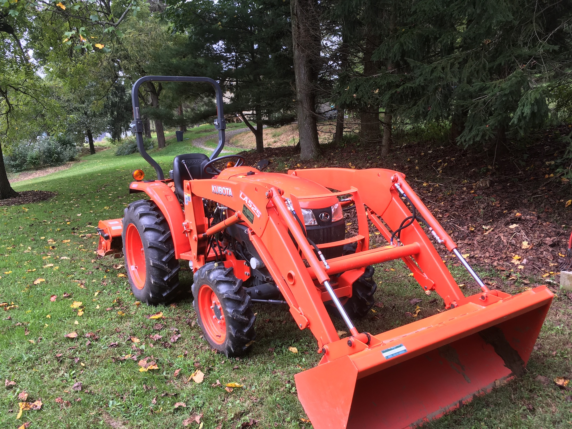 Kubota-L3901D-Tractor_LA525-Loader-01