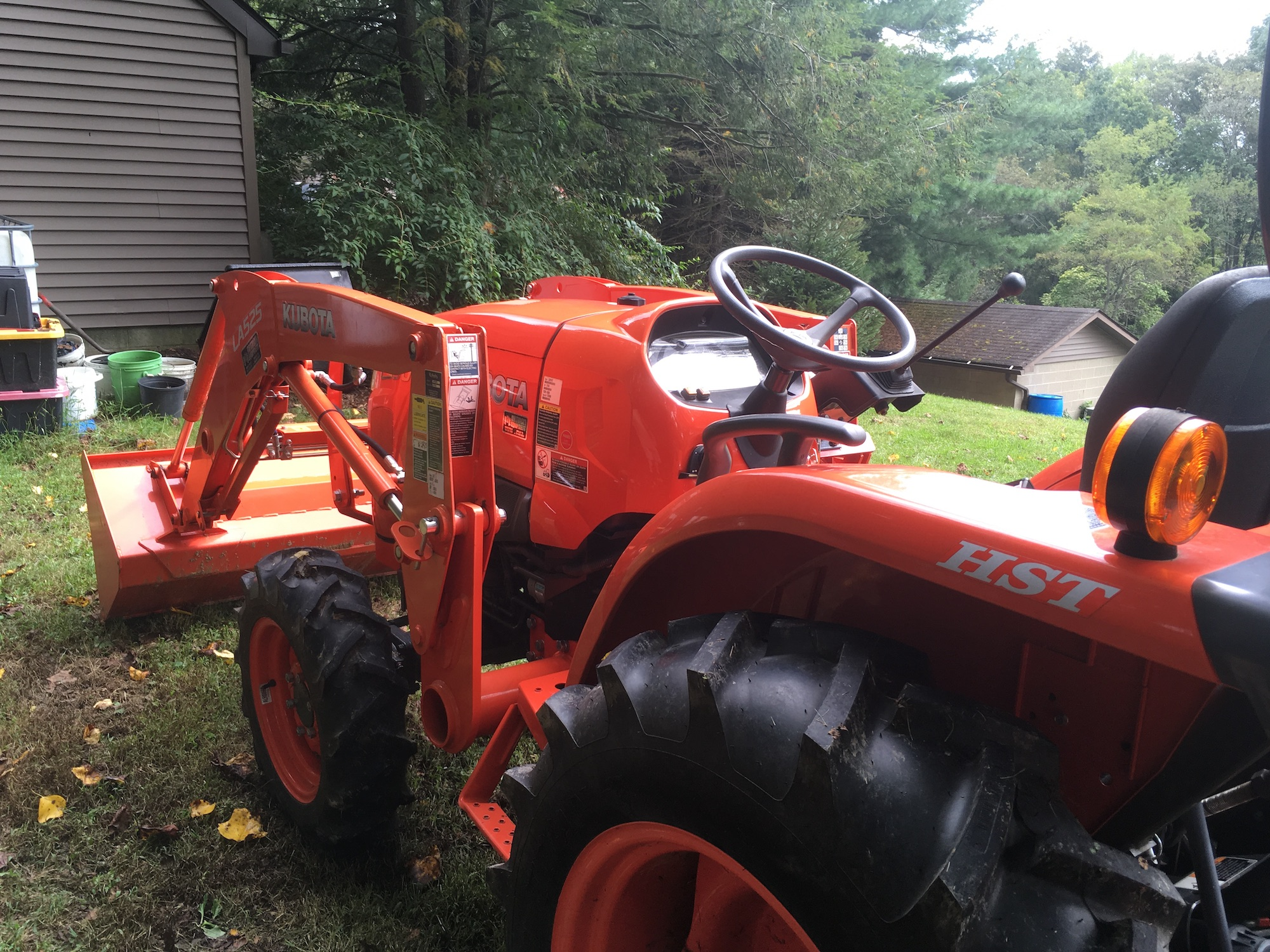Kubota-L3901D-Tractor_LA525-Loader-03