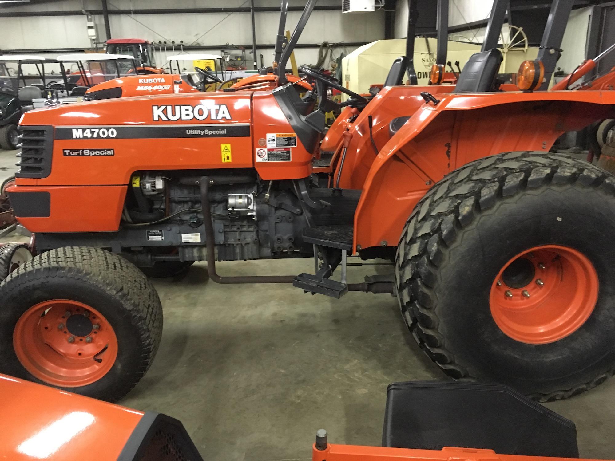 Kubota-M4700-4WD-TurfTractor-02