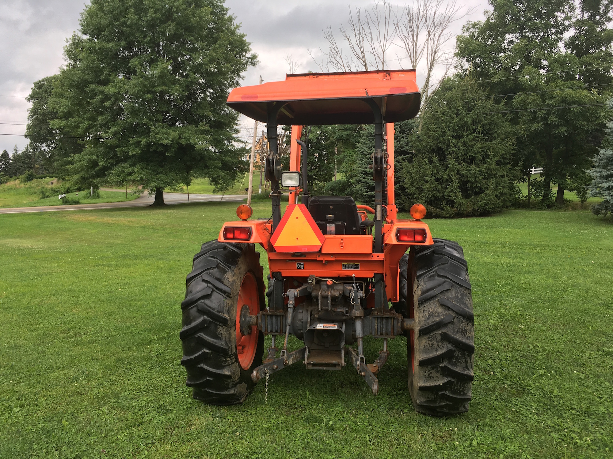 Kubota-M4700-Tractor-Loader_04