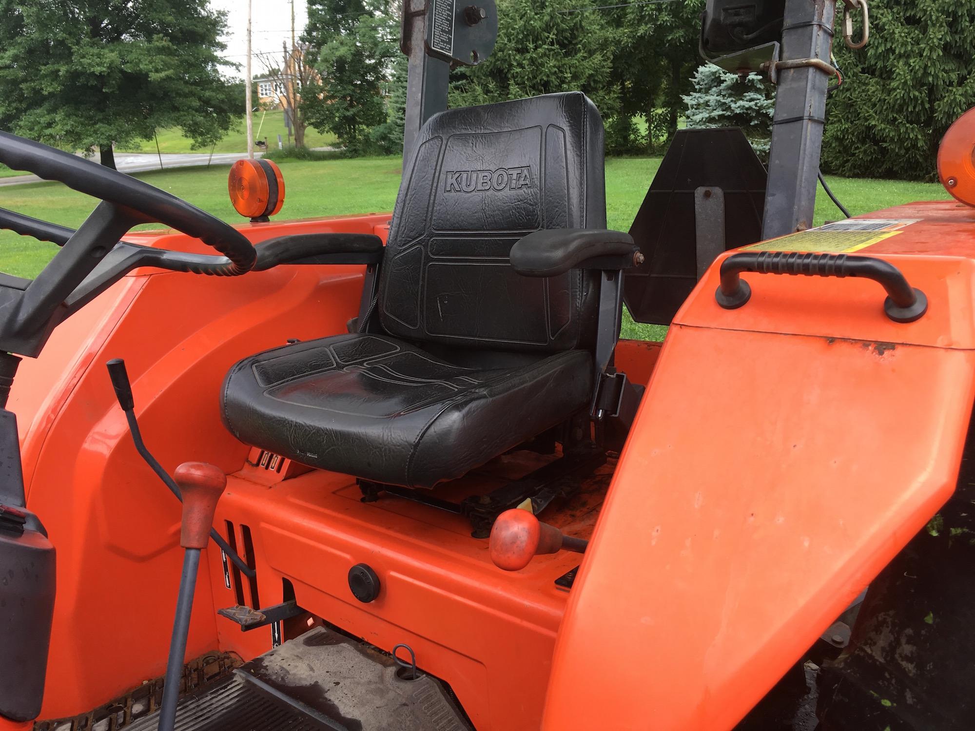 Kubota-M4700-Tractor-Loader_05