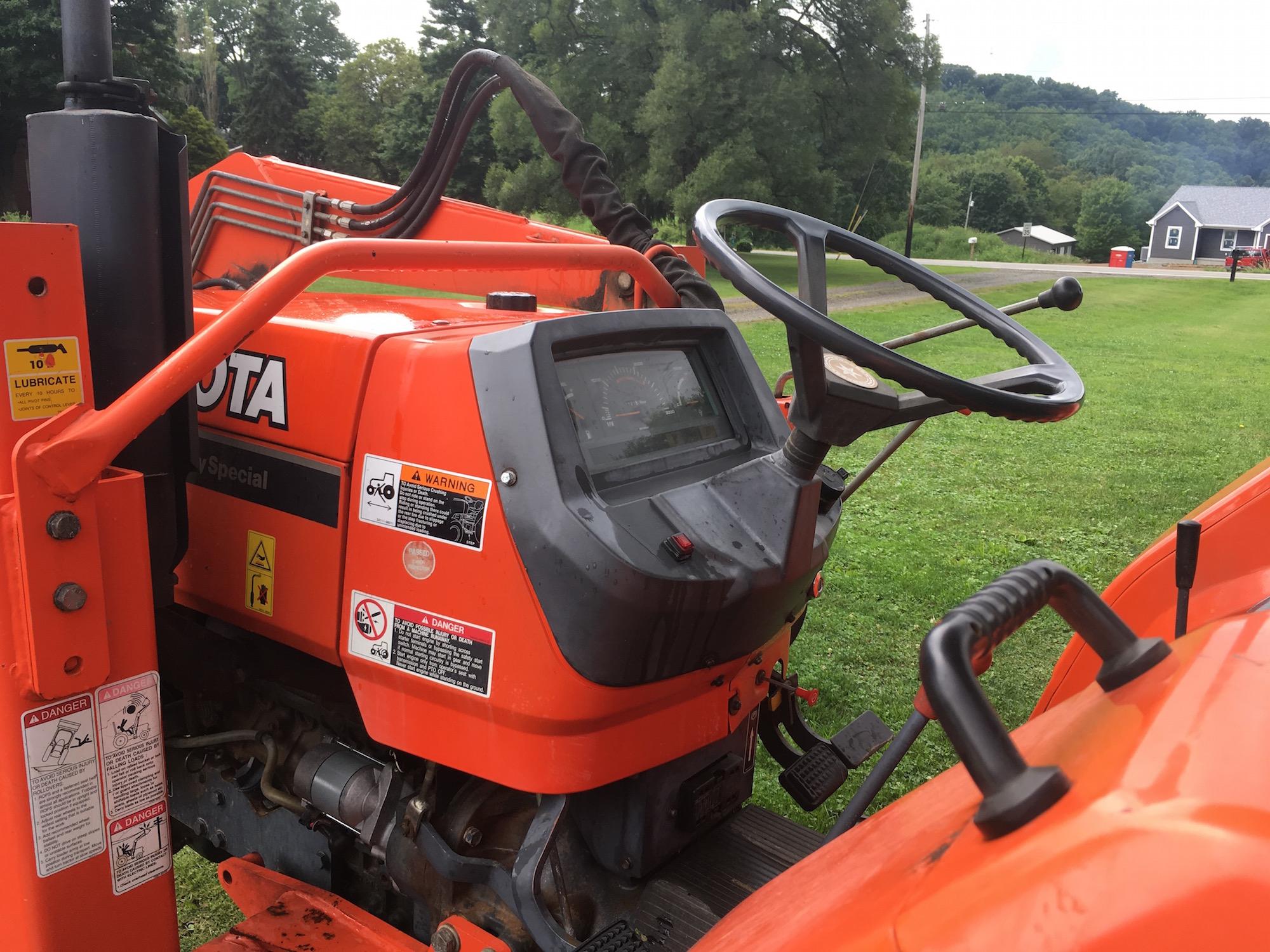 Kubota-M4700-Tractor-Loader_06