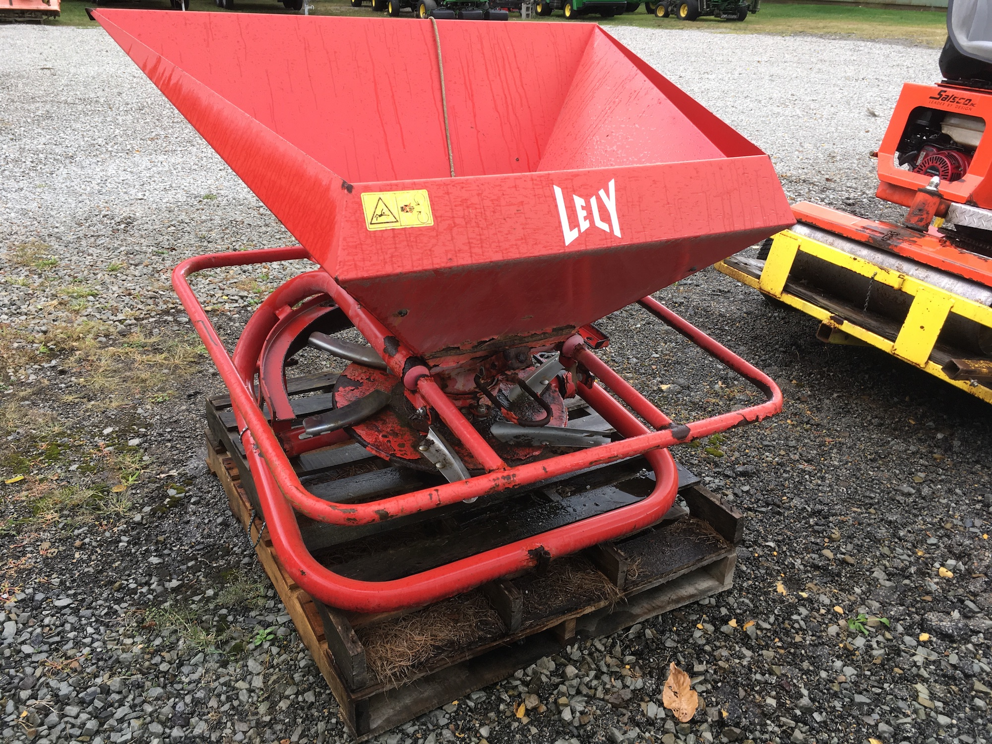 Lely-3-Point-PTO-Spreader-01