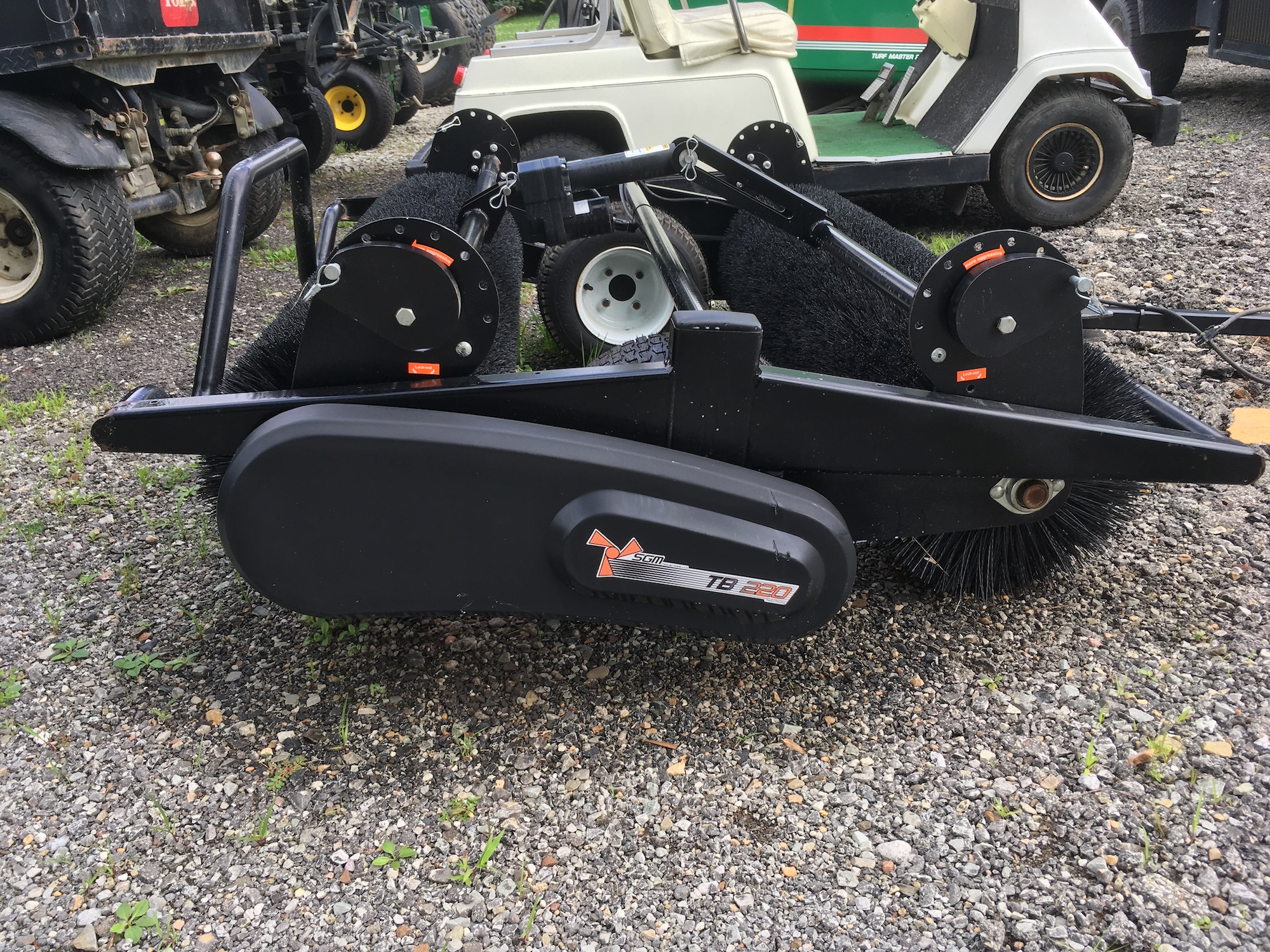 SGM-TB220-TurfBrush-02