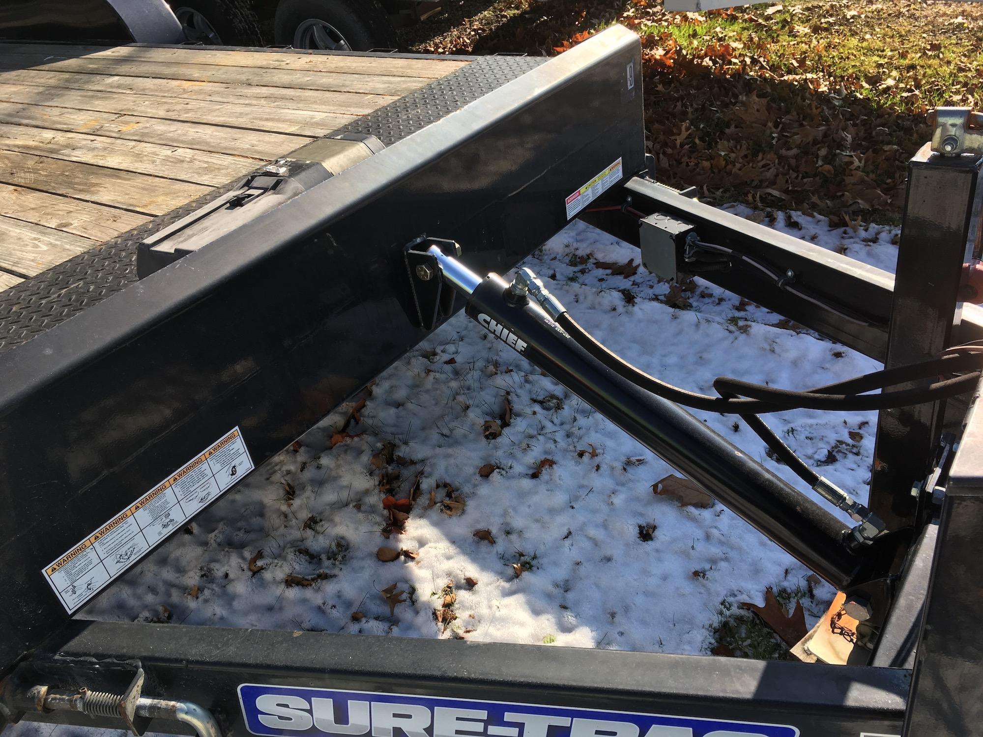SureTrac-HydraulicTiltTrailer-02