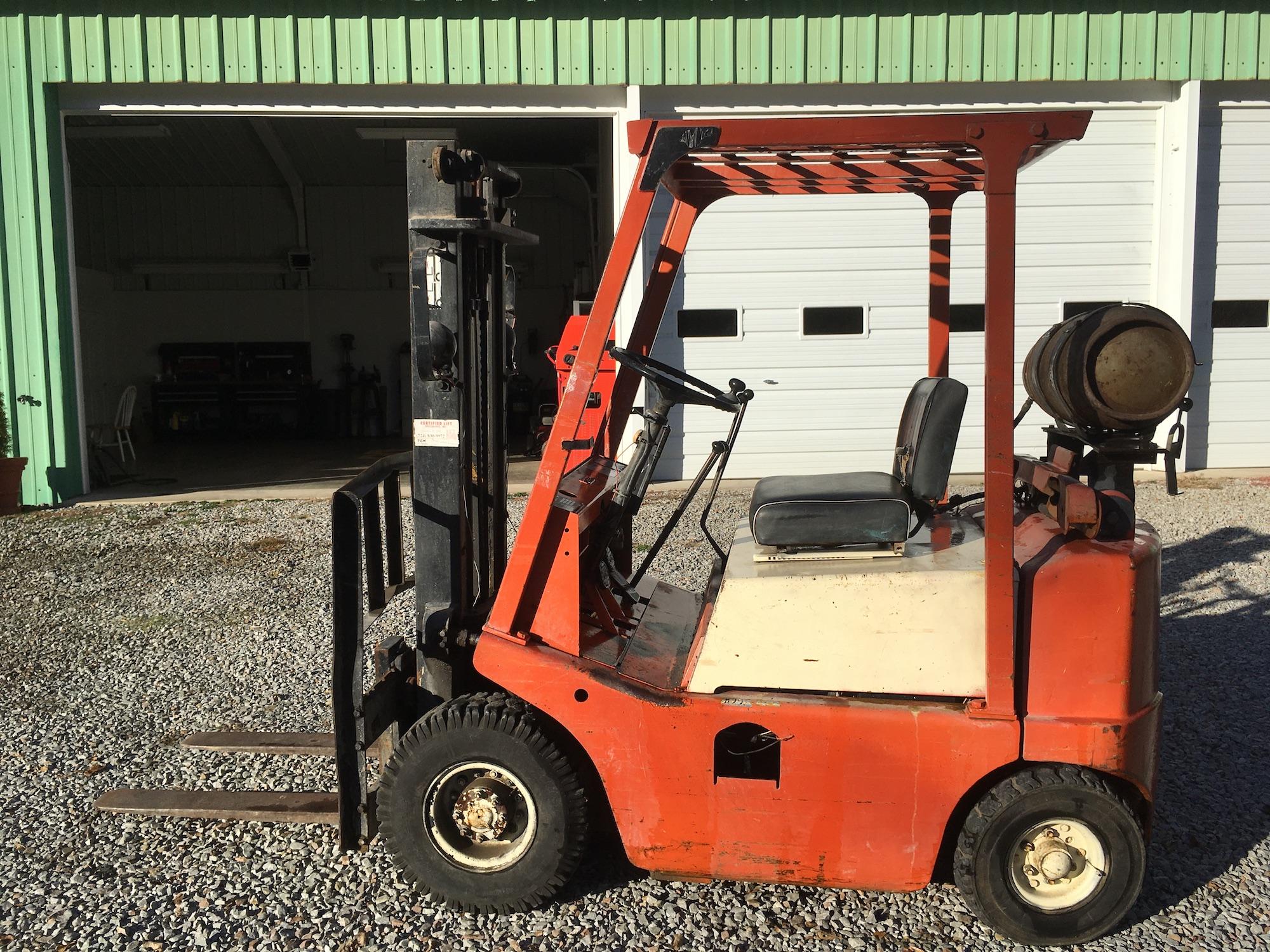 TCM-M300257-Forklift-02