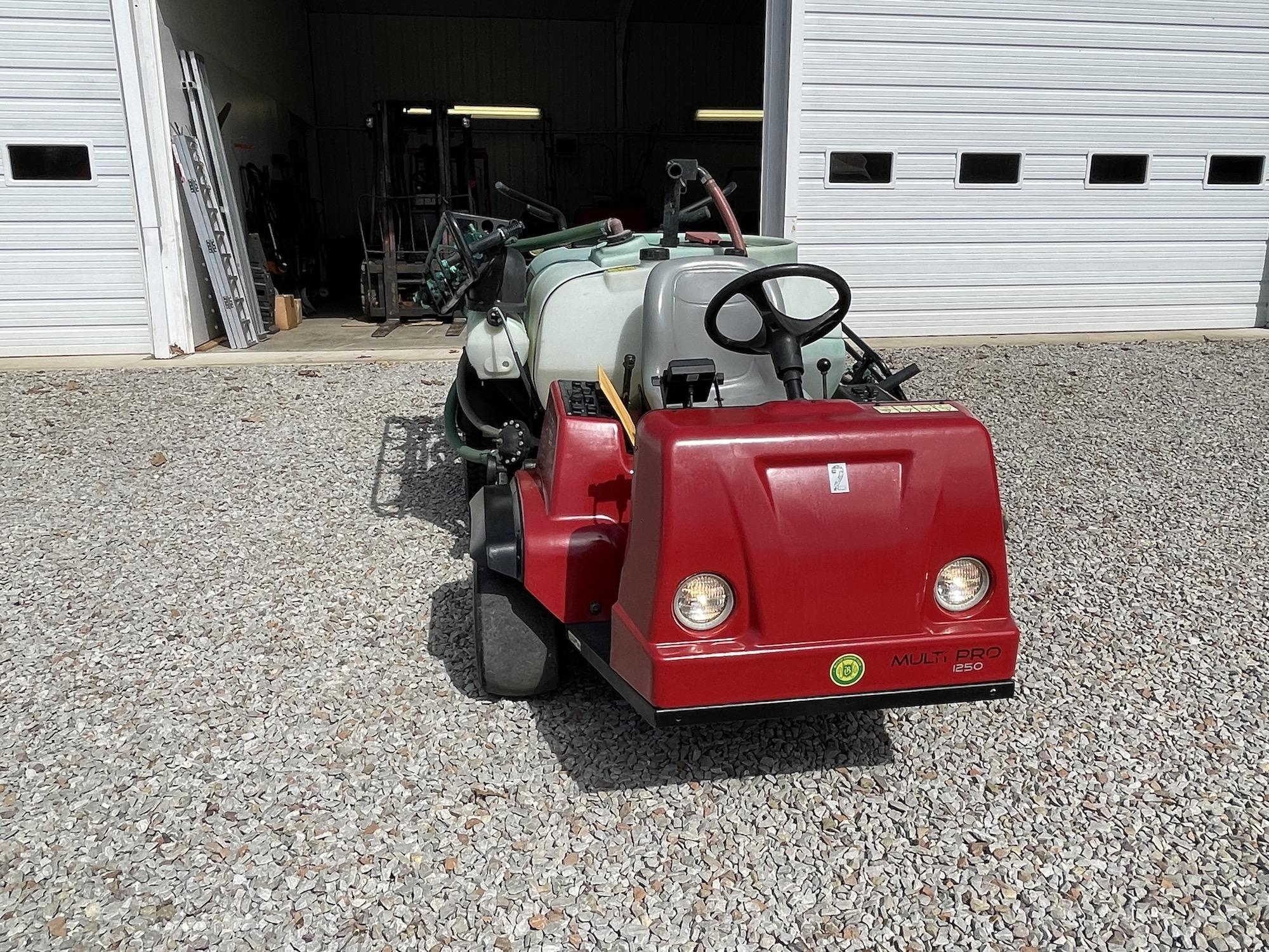 Toro-1250-MultiPro-Sprayer-04