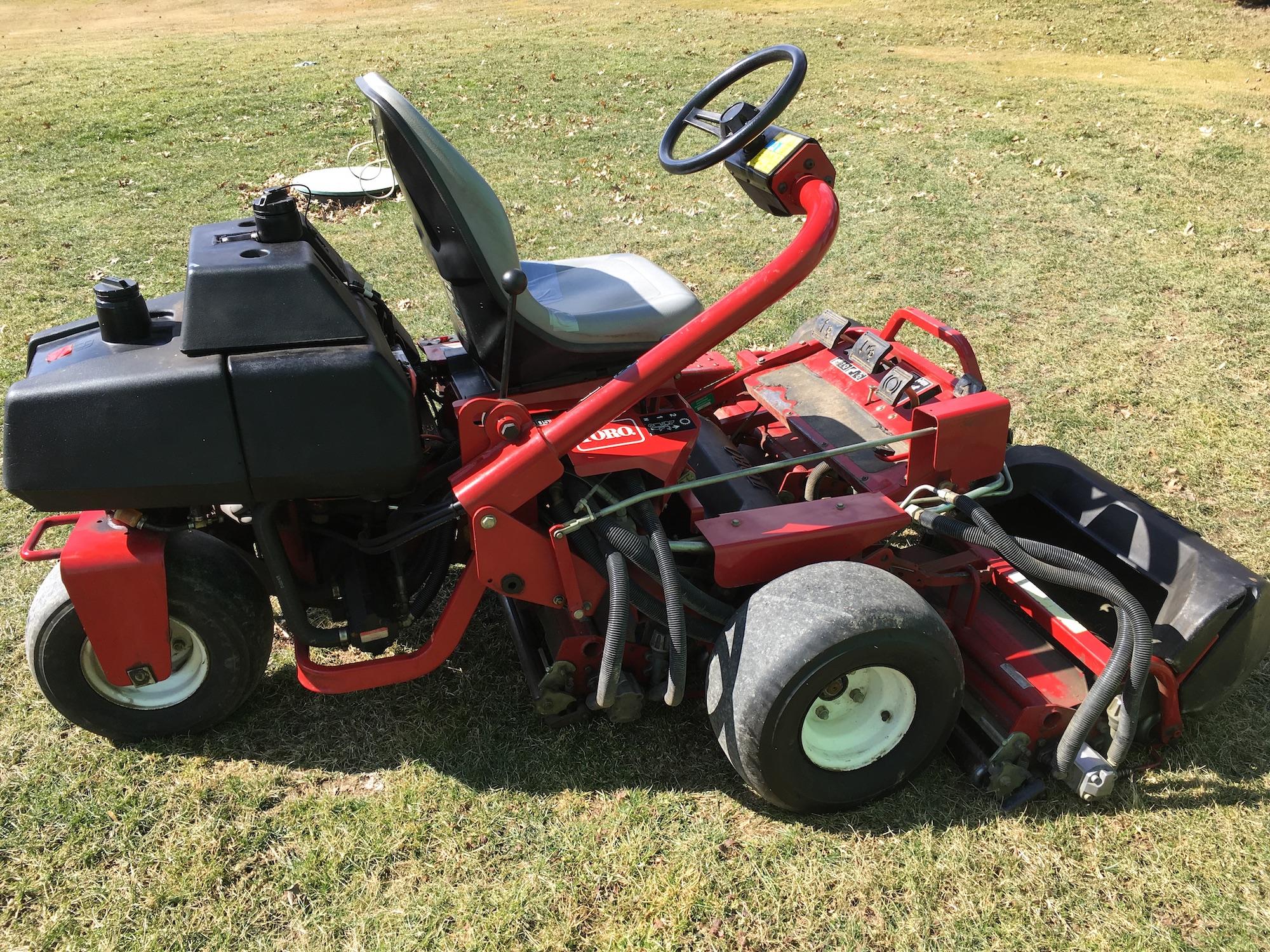 Toro-3100-Triplex-Greensmaster-Mower-01
